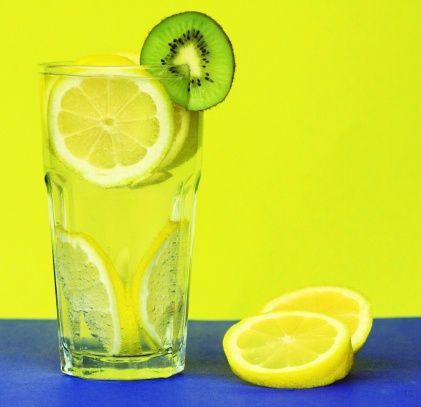 2- Gribe karşı C vitamini:   Kuşburnu, maydanoz, kırmızı ve yeşil sivri biber, roka, kivi ve limon gibi C vitamini yönünden zengin meyve ve sebzeleri daha fazla tüketin.