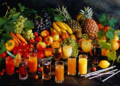 3- Bağışıklık için sebze tüketin:   Özellikle koyu yeşil, sarı, turuncu, kırmızı ve mor sebze ve meyvelere beslenme düzeninizde sıklıkla yer verin. Her gün en az 5 - 6 porsiyon sebze ve meyve tüketin.