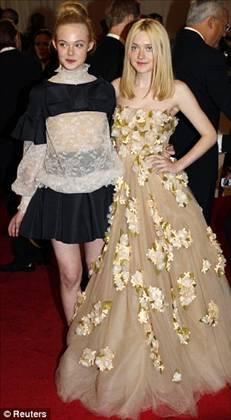 2.Dakota & Elle Fanning