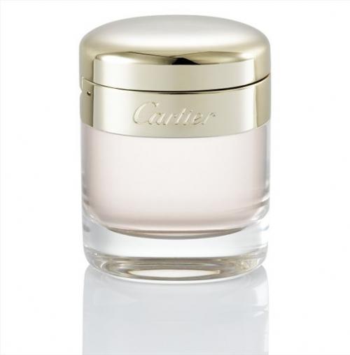 Cartier Baiser Vole  Zambağın yoğun bir şekilde hissedildiği bu parfüm, vanilya ve pudra notalarıyla kadınsı ve yumuşak bir havaya bürünüyor. 100 ml, 328 TL; parfümerilerde.