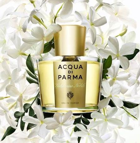 Acqua Di Parma Gelsomino Nobile Kalabriya, yasemin saflığı, mandarin ve pembe biberle birleşerek zarif ve odunsu bir parfüm ortaya çıkıyor. 100 ml, 323 TL; parfümerilerde.