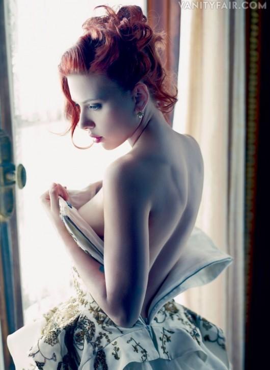 Güzel oyuncu Scarlett Johansson'ın aşk defteri oldukça kabarık.   İşte oynadığı filmler kadar aşklarıyla da adından söz ettiren güzel oyuncunun hayatına giren erkekler...