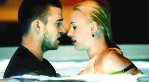 """Johansson'ın ismi şu sıralar, """"What Goes Around Comes Around"""" adlı klibinde rol aldığı Justin Timberlake'le anılıyor."""