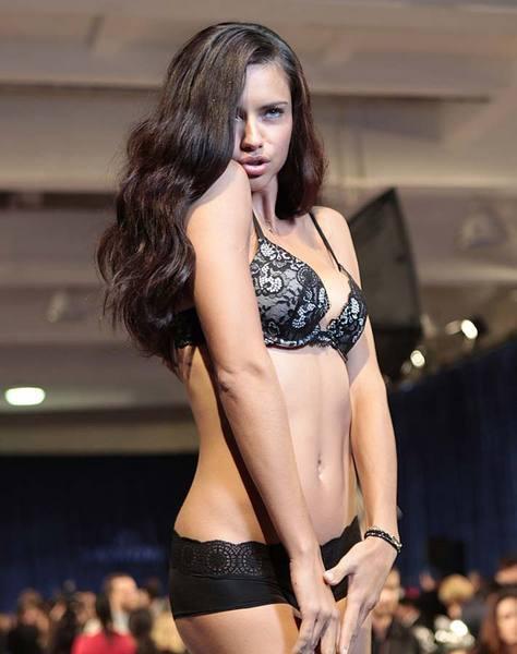Adriana Lima, Victoria's Secret kulisinde öyle bir şov yaptı ki...