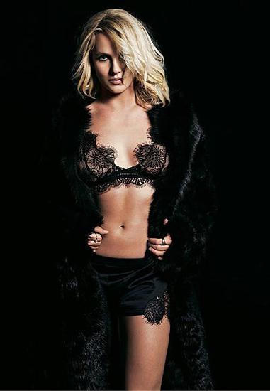 Son dönemlerde genellikle akmış makyajı ve dağınık saçlarıyla objektiflere yakalanan şarkıcı Britney Spears'ı görenler gözlerine inanamayacak.