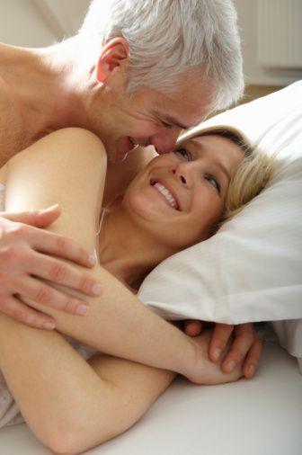 Heteroseksüel erkeklerin internetteki erotik eğilimi yaşlı kadınlardan, transeksüellere, geniş bir yelpazede.  Eşcinsel ve heteroseksüellerin vücutta favori gözdeleri aynı: Tercih sırasıyla meme, popo, ayak.