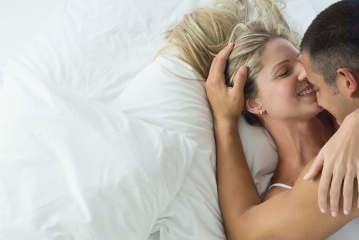 """Seks hormon seviyelerini yükseltiyor ve genç insanı genç tutuyor. Braverman """"30 ya da 100 yaşında olmanız farketmez. İyi ve doğru beslenmeyle seks yaşamınızı aktif tutulabilirsiniz"""" diyor. Ayrıca Braverman cinsel iştahı, libidoyu artırmak için ise aşağıdaki besinlerin tüketilmesini öneriyor."""
