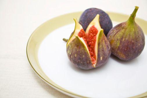 İncir:  Amino asitler açısından zengin bu meyve, libido ve seksüel gücü artırır.
