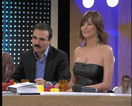 Ferhat Güzel, bir televizyon kişisi olmayı başardı, ama sesi güzel olmasına rağmen türkülere adını yazdıramadı.