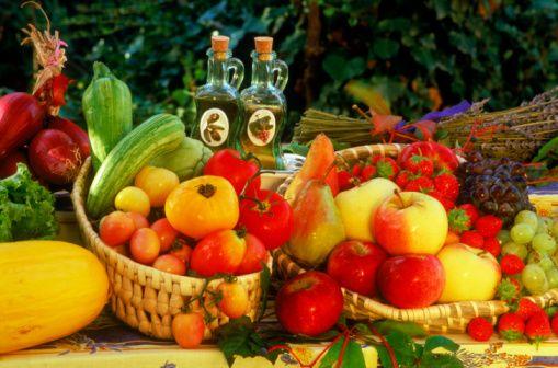 Meyveler: Kayısı, üzüm, muz, gibi şeker içeriği yüksek meyveler sınırlı yenmeli. Az şekerli meyveler daha çok yenilebilir (tazesi tercih edilmeli). Üzüm çekirdeği ve kabuğu, çilek, yaban mersini, kızılcık gibi meyveler çok yüksek antioksidan etkilere sahip.