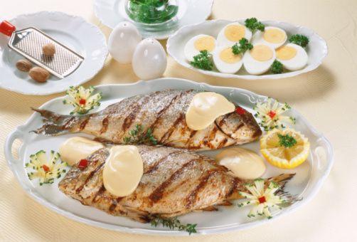 Balık: (ağır metal zehirlenmesi riskini azaltmak için küçük balıklar tercih edilmeli, balık çiftliği balıkları tercih edilmemeli)  Yumurta: En kaliteli protein kaynağıdır. Köy yumurtası tercih edilmeli. Günde 1-4 adet yenilebilir. Tercih sırasına göre 1. çiğ (mikroplu olmadığından eminseniz!), 2. rafadan, 3. Lop, 4. kızartma (mümkünse yenmemeli, yenilecekse, zeytinyağında ya da fındık yağında ya da tereyağında yapılmalı ve önce akı pişirilmeli, sarısı ayrıca çiğ olarak eklenmeli)