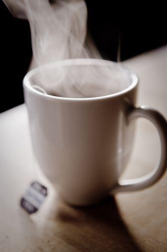 Çaylar: Hepsi çok yararlı. Şekersiz içilecek! Telli ve doğal olmayan zamklı poşet çaylar kanser yapabilir.   Kahve: Tamamen yasak olmamakla birlikte sınırlı içilmeli. Türk kahvesi tercih edilmeli (şekersiz ya da az şekerli).