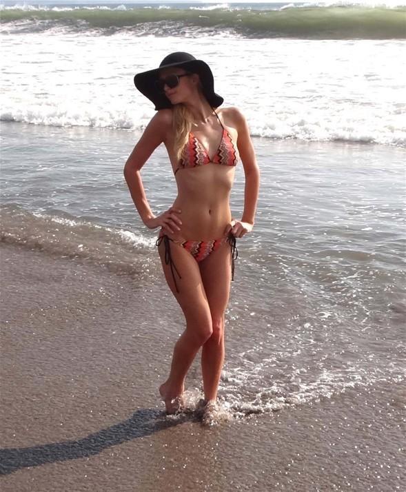 Bali tatili sırasında çekilen fotoğrafları paylaşan Paris Hilton, bir kez daha dikkat çekmeyi başardı.