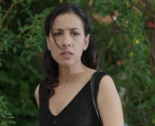EMİNE KARDEŞİNİ ÖYLE KISKANIYOR Kİ Bir Çocuk Sevdim dizisinin seyirciyi kimi zaman kızdıran kimi zaman da üzen karakteri Emine..
