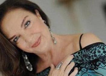 O DA KÖTÜ OLDU Yeşilçam'ın emektar yıldızlarından biri olan Selda Alkor, Ödünç Hayatlar dizisinde kötü kalpli Saadet Hanım'ı canlandırmıştı.
