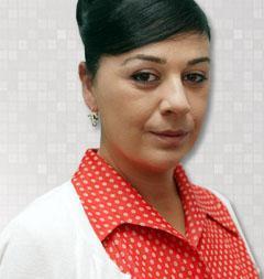 Dizide Neriman karakterini Zeyno Eracar canlandırıyor.