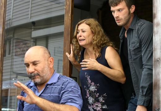 HER SERT BABANIN BİR ZAYIF NOKTASI VARDIR Kuzey Güney dizisinin ilk bölümlerinde Mustafa Avtıran'ın canlandırdığı Sami Tekinoğlu karakteri seyirciyi öfkelendirdi. Hatta kimilerini korkuttu.