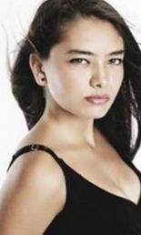 Şirin karakterini genç oyuncu Neslihan Atagül canlandırıyor.
