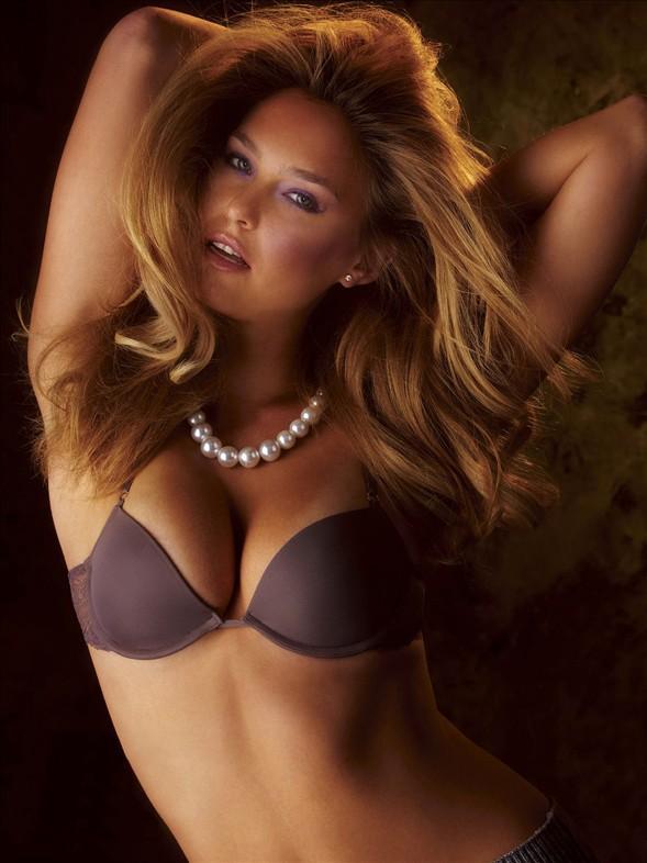 Çekimleri Playboy dergisinin orta kapak fotoğraflarının çoğunu çeken Arny Freytag yaptı.