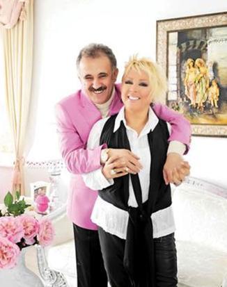 Ünlü şarkıcı uzun süredir Faik Öztürk ile birlikte.