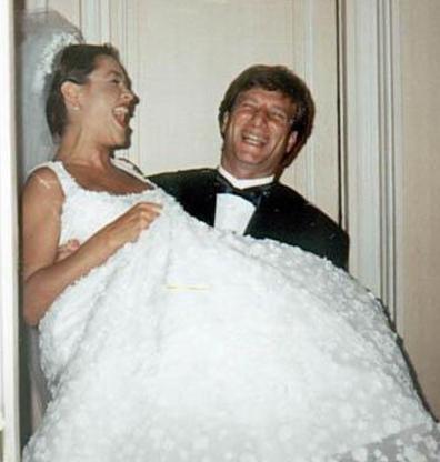 34 yaşında ise Kaya Çilingiroğlu ile dünyaevine girdi. Bu evlilik 2005'te sona erdi.