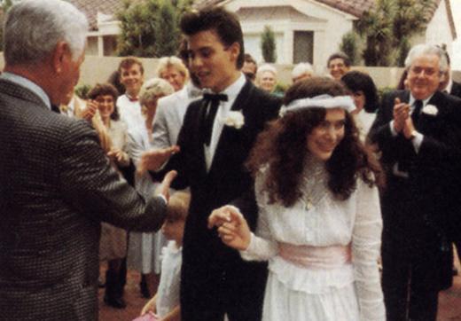 Ünlü aktör Johnny Depp henüz 20 yaşındayken Lorie Allison ile evlendi. Ama bu evlilik kısa sürdü.