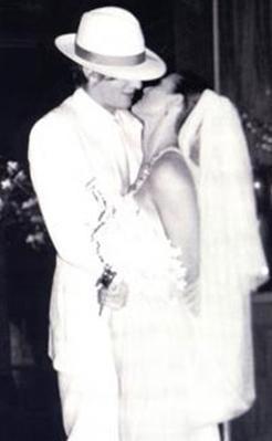 Bir süre önce boşanmaya karar verdiği Ashton Kutcher ile evlendiğinde de 43 yaşındaydı.