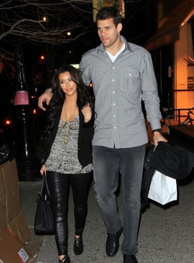 Ama o evlilik uzun sürmedi. Bir kaç ay önce Kris Humpries ile evlenen Kardashian ikinci eşinden de boşanıyor.
