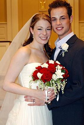 Şarkıcı Leann Rimes evlendiğinde 19, eşi Dean Sheremet ise 21 yaşındaydı.