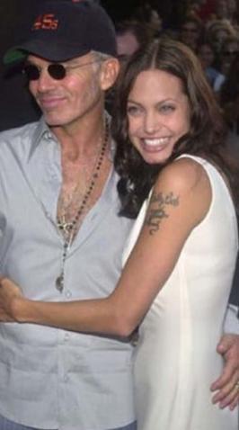 Miller'dan boşandıktan sonra da Billy Bob Thornton ile dünyaevine girdi. Thornton ile Jolie arasında büyük bir yaş farkı vardı.