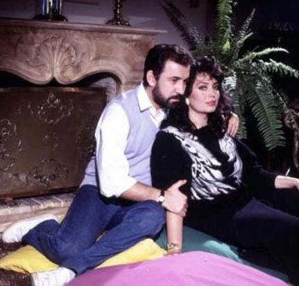 Uzun yıllar Rüçhan Adlı ile yaşayan Türkan Şoray, Cihan Ünal ile evlendiğinde 38 yaşındaydı, Ünal ise 37. Ünal büyük kızı Irmak'ın annesiyle ilk evliliğini yaptığında henüz 24 yaşındaydı.