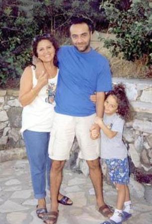 Yılmaz Erdoğan ilk evliliğini 20'li yaşlarının başında Sanem Öğüt ile yapmıştı.
