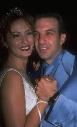 Ceyda Düvenci ilk evliliğini 23 yaşındayken Kaan Girgin ile yaptı.