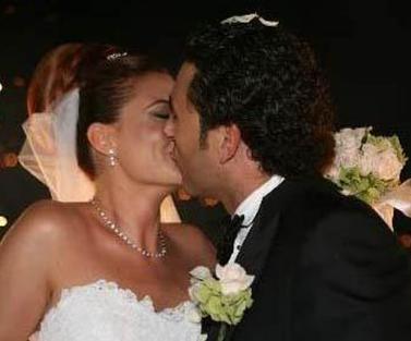 İkinci eşi Engin Akgün ile evlendiğinde 32 yaşındaydı.