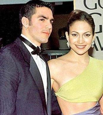 Jennifer Lopez ilk evliliğini 28 yaşında Ojani Noa ile yaptı.