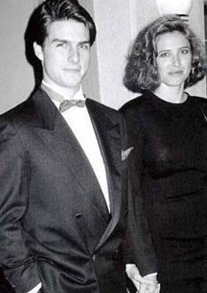 Tom Cruise ilk evliliğini 25 yaşındayken kendisinden yaşçta büyük Mimi Rogers ile yaptı.