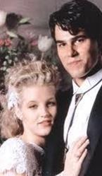 Elvis Presley ile Lisa Marie Presley'in kızı Lisa Marie Presley Danny Keough ile ilk evliliğini yaptığında henüz 20 yaşındaydı.