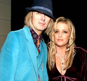 Daha sonra Michael Jackson ve Nicolas Cage ile evlenen Presley 2006'dan bu yana Michael Lockwood ile evli.