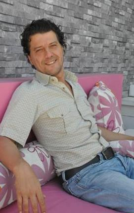 KENDİ SEKTÖRÜNE YATIRIM YAPTI Ödüllü aktör İlker Aksum da yine kendi sektörüne yatırım yaptı.