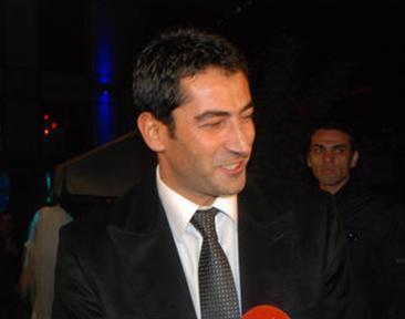 Kenan İmirzalıoğlu da kazandıklarını gayrimenkule yatıran ünlülerden. Aktörün 4 yıl önce 120 bin TL'ye aldığı binanın değeri şu an milyonlarla ifade ediliyor.