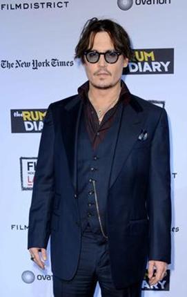 JOHNNY HAYALİNİ GERÇEKLEŞTİRDİ  Ünlü aktör Johnny Depp rol aldığı her film başına milyonlarca dolar kazanıyor.