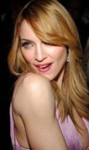 Madonna  Madonna, bir Dunkin Donuts'ta kasiyerlik yaparak geçimini sağlıyordu.