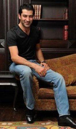 Kenan İmirzalıoğlu   Ünlü bir aktör olmasaydı belki de iyi bir akademisyen olurdu. İmirzalıoğlu Yıldız Üniversitesi Matematik Bölümü mezunu.