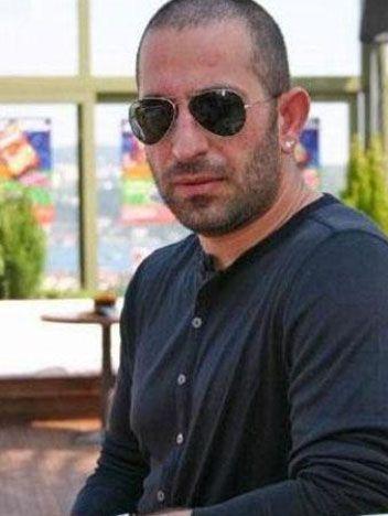 Cem Yılmaz   Boğaziçi Üniversitesi Turizm ve Otel Yönetimi bölümünde okudu. Gençlik yıllarında karikatüristlik yaptı.