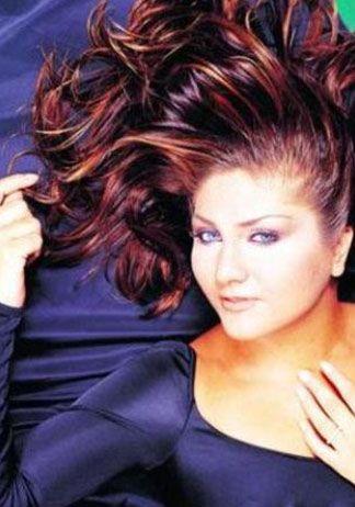Sibel Can  Müzisyen bir ailenin kızı olan Sibel Can assolist olmadan önce dansözlük yapıyordu.