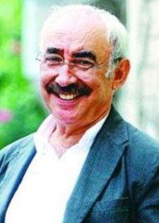Şener Şen  O da gençliğinde işportacılıktan dolmuş şoförlüğüne kadar bir çok iş yapmış.  Oyuncu Ali Şen'in oğlu olan Şener Şen, sanat kariyerine tiyatro sahnesinde başladı. Daha sonra sinemaya adım attı.