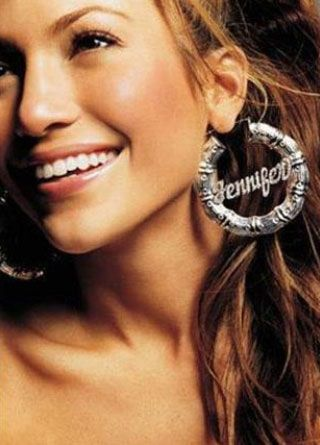 Jennifer Lopez  İş yaşamına şarkı söyleyip dans ederek başladı. 20'li yaşlarında dans ve müzik derslerinin ücretini ödeyebilmek için bir hukuk bürosunda çalışıyordu.