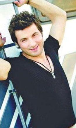 Davut Güloğlu  Rize Belediye Spor'da top koşturan Davut, aradığı başarıyı müzikte yakaladı.