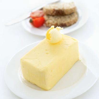 """1990'lı yılların sonundan bu yana Türkiye'de de bu yönde bir gelişme izlendi ve trans yağ içermeyen margarinler tüketime sunuldu.  2007 yılı sonundan itibaren MÜMSAD üyesi kuruluşlar tarafından üretilen margarinlerin paketlerinde T.C. Tarım Bakanlığı'nın izniyle """"trans yağ yoktur"""" ibaresi yer almaya başladı."""