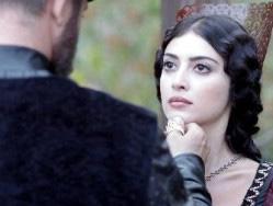 Eski milletvekili Yüksel Yalova'nın kızı olan Melike İpek performansıyla göz doldurdu.